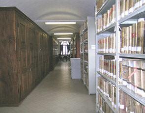 Il deposito dell'Archivio Storico Comunale con gli armadi lignei, di cui alcuni risalenti alla fine del XVII secolo
