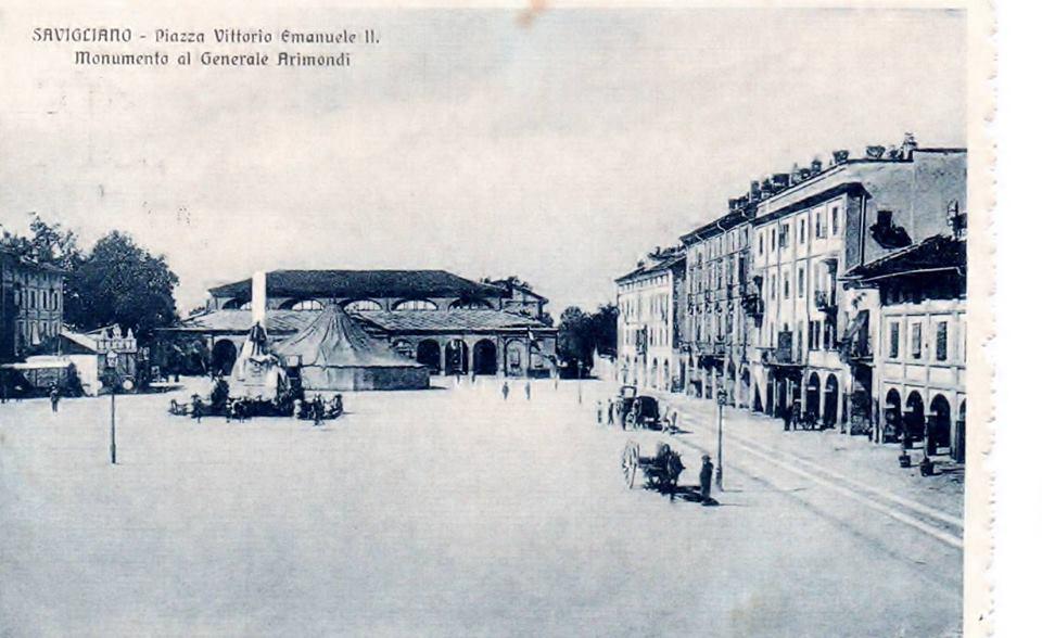 Piazza Vittoiro Emanuele II e monumento Arimondi
