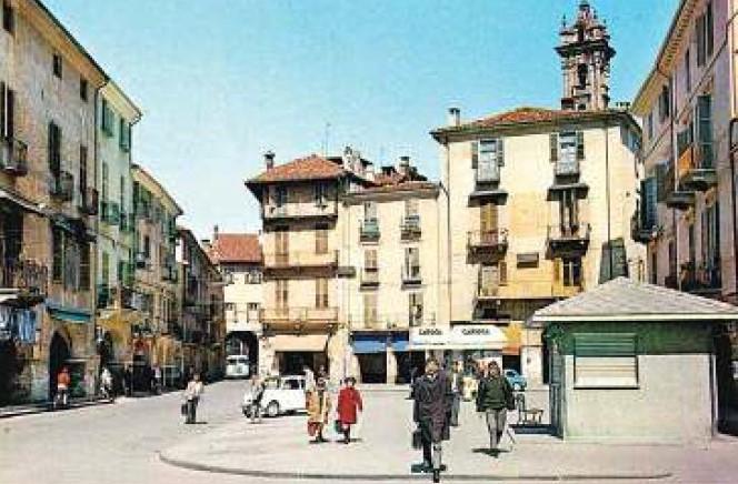 piazza Santa Rosa negli anni 80 del novecento.