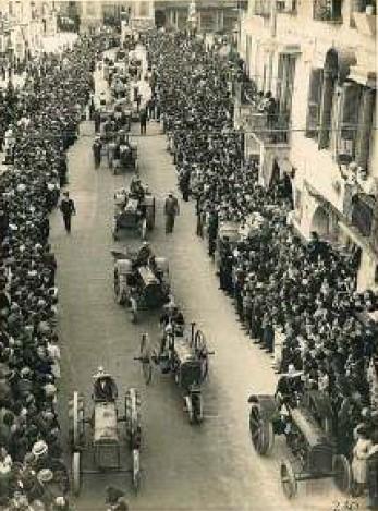 Sfilata dei trattori I sagra del grano, 1938, piazza Santarosa